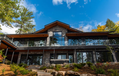 Contemporary cottage in Muskoka with glass railings