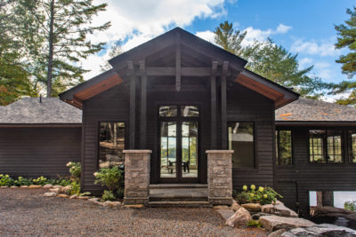 A traditional designed entrance for a luxury Muskoka cottage by PattyMac
