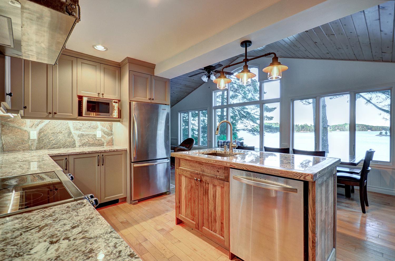Traditional kitchen with views of Lake Muskoka by PattyMac